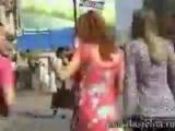как правельно трогать девушку за попку))))