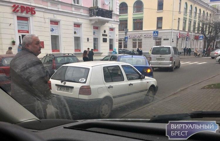 На улице Пушкинской из-за ДТП полностью блокировано движение
