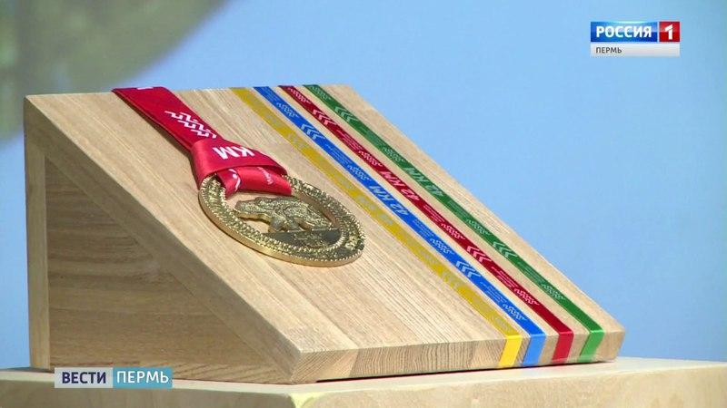 На медали Пермского марафона-2018 изображен медведь из календаря коми