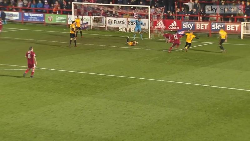 Маллик Уилкс забивает гол в ворота «Ньюпорт Каунти»