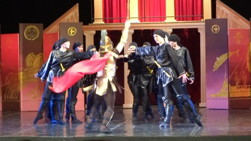 2. Грузинский танец.Балет Троя театра танца Солнечный бестселлер.(Дочь Изабелла- самая высокая здесь).