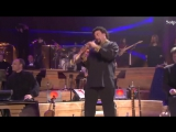 Yanni - Crazy fight between Saxophone and Violin in the Yanni concert (HD)