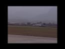 Су-30 проходит на высоте чуть более метра над землей