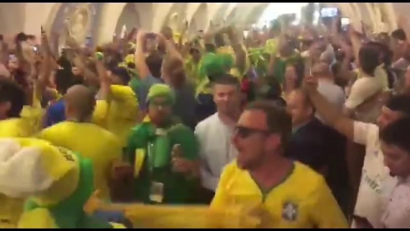 Бразильцы в Москоском метро 26 июня 2018 1