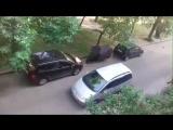 Двор на Машерова стал дорогой для автомобилей, где играют дети. Как быть?