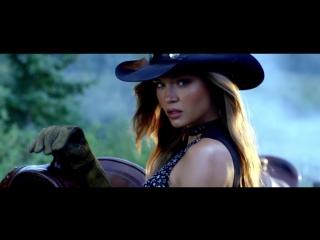 Жозефин в рекламном ролике «Victoria's Secret — Holiday 2017 Commercial»