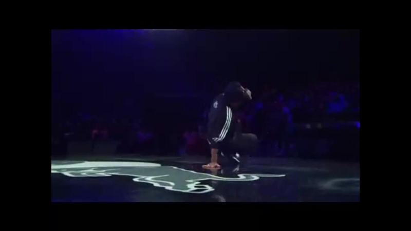 Lil Ceng vs. Pelezinho Red Bull BC One 2008 (HD)