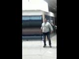 В Алмате в торговом центре мужик окаменел,люди вызвали скорую,которая тоже не могла ничего сделать,положили на носилки и увезли