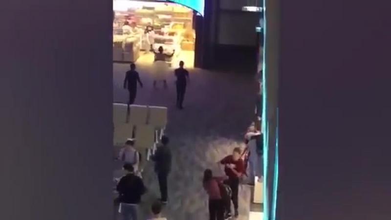 Американский турист объелся виагры и разделся до гола в аэропорту Пхукета, Таиланд