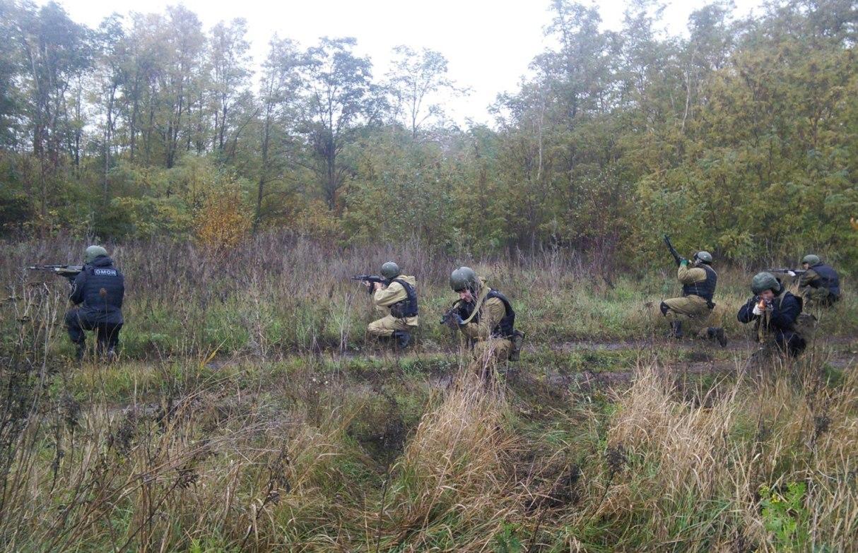 Под Таганрогом бойцы таганрогского ОМОНа Росгвардии тренировались в полевых условиях