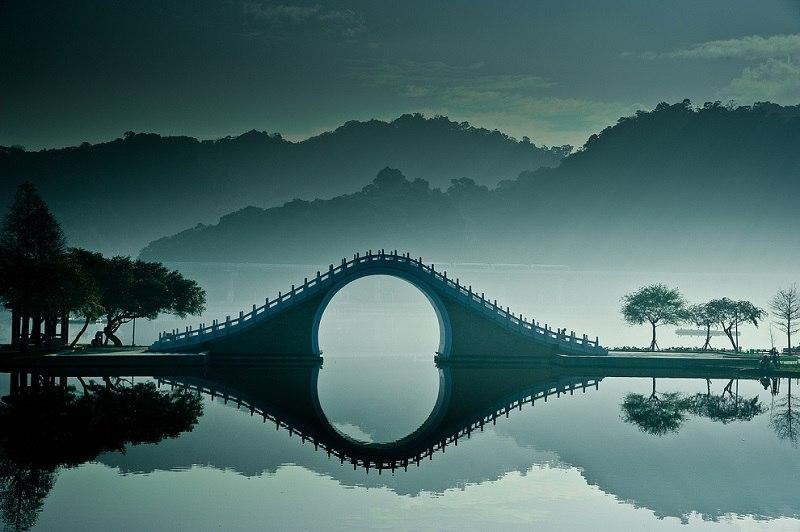 Фото красивого лунного моста в Тайбэе. г.Тайвань (15 фото)