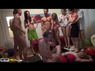 Лучшее порно оргия студентов день рождение секс вечеринка групповое