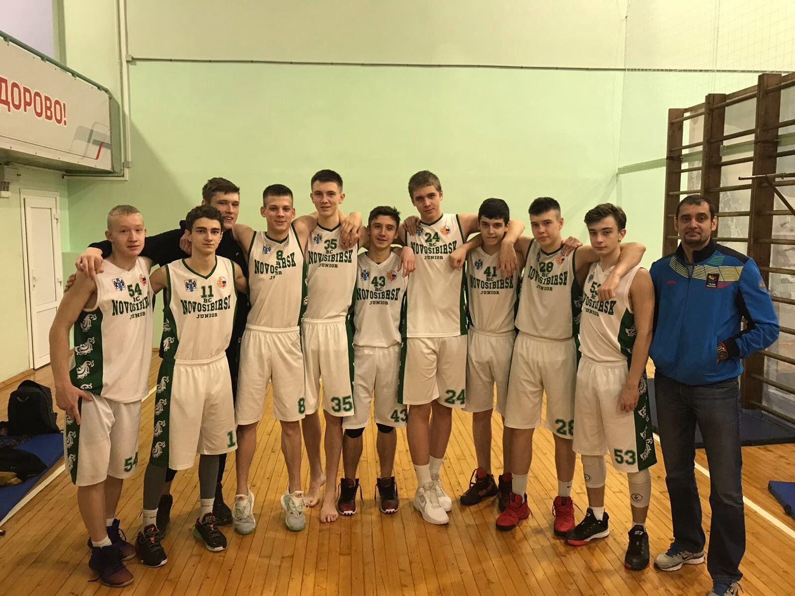 Команда БК Новосибирск и старший тренер-преподаватель по баскетболу Дударев Д. М.