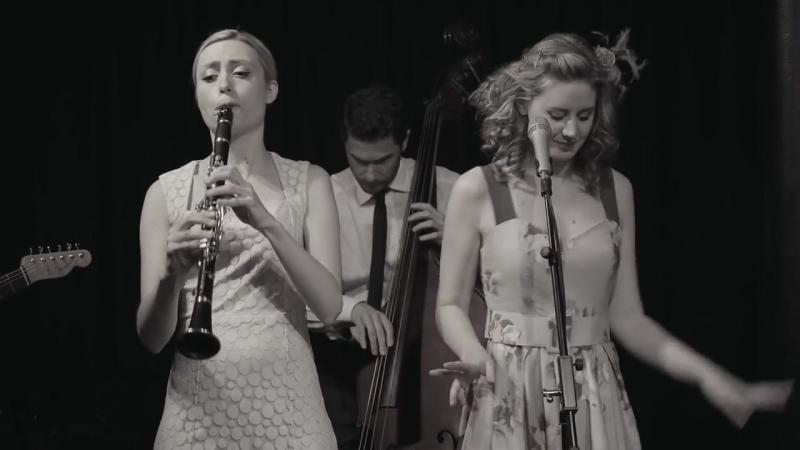Tu Vuo' Fa' L'Americano - Hetty the Jazzato Band.mp4