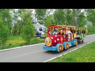 Депутаты на детском паровозике