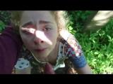 Малолетка не умеет сосать но ее заставили в лесу(1)