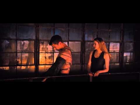 Divergent - Tris and Four kiss