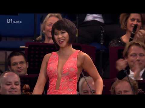 Yuja Wang plays Prokofiev's Stalingrad!!Powerful Bass ! (HD Video)