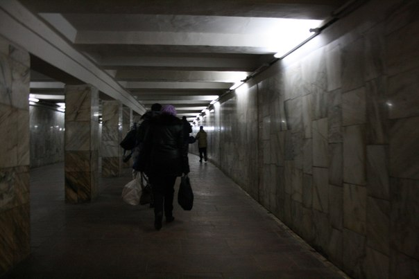 Пешеходные переходы у Московского вокзала вообще всегда выглядят грязными. Очень не хватает пескоструйки и света.  1—5 января 2018