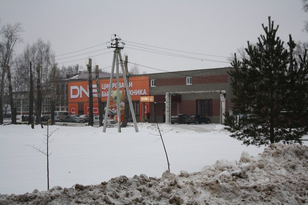 На месте старого общежития построили новое здание и сдали под компьютерный салон  2 января 2018 года.