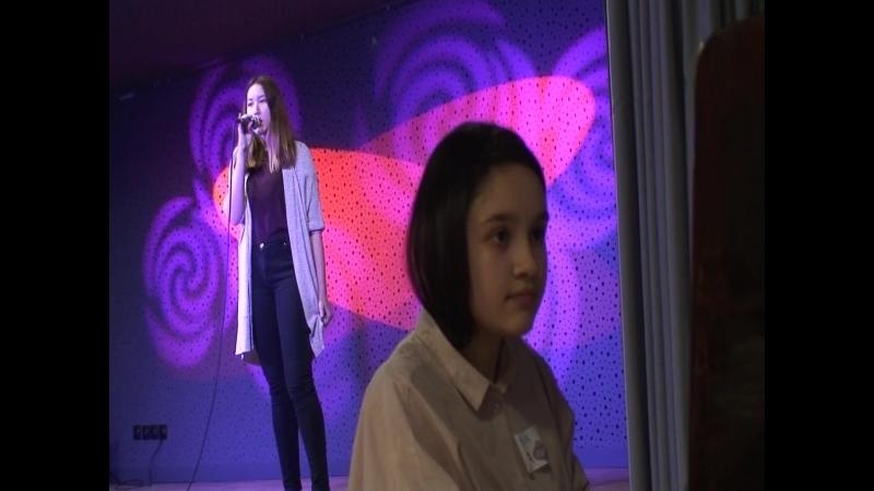Катя Ли и Настя Гвалия на сцене ТАЛИСМАНА