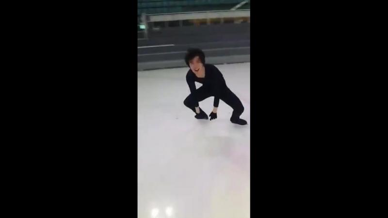 Junhwan Cha doing cantilever