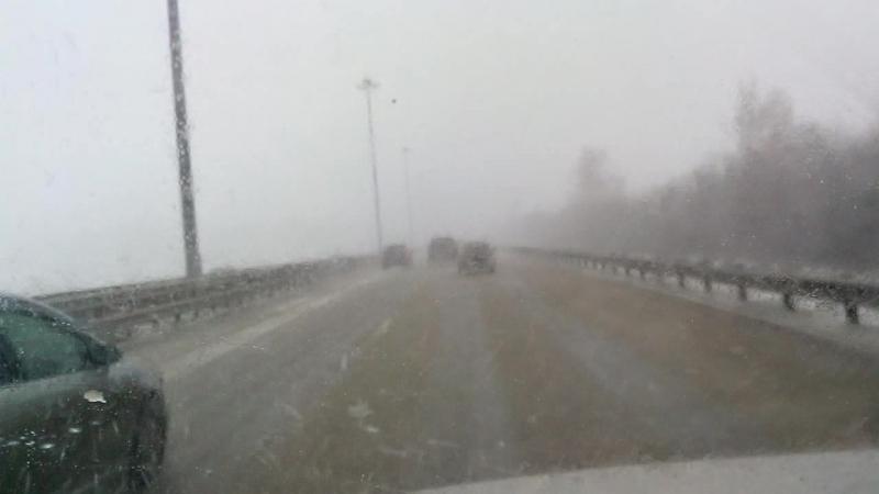 30 марта утром внезапно накрыло снегом. Советское шоссе. Франция :)