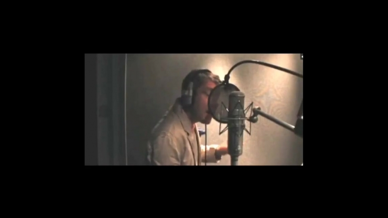 Martin Freeman sing