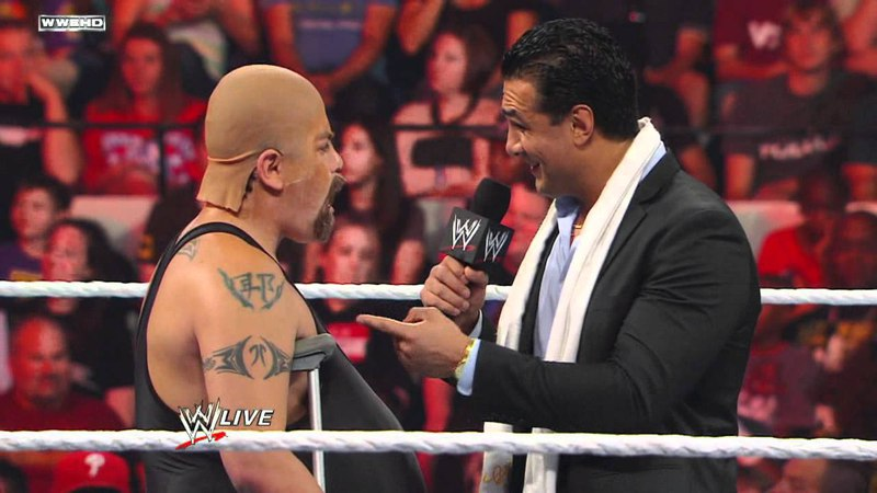 Raw: Ricardo Rodriguez masquerades as Big Show