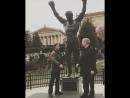 Сталлоне на открытии памятной доски у статуи Рокки