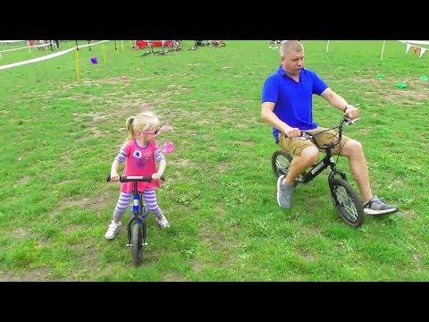 DIY Челлендж -Сделай СМУЗИ своими НОГАМИ🤣 | Мальчики против Девочек на Баланс Байк🚴 Balance Bike