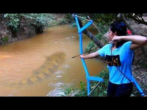 Erstaunliche Mädchen Verwendet Pvc Rohr Verbindung Bowfishing Zu Schießen Fisch Kühler Angeln An S