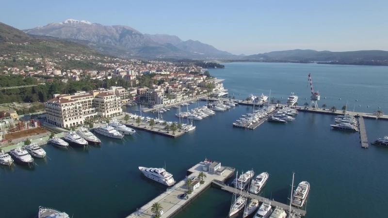 Вид с воздуха на роскошную марину в городе Тиват. Porto Montenegro.