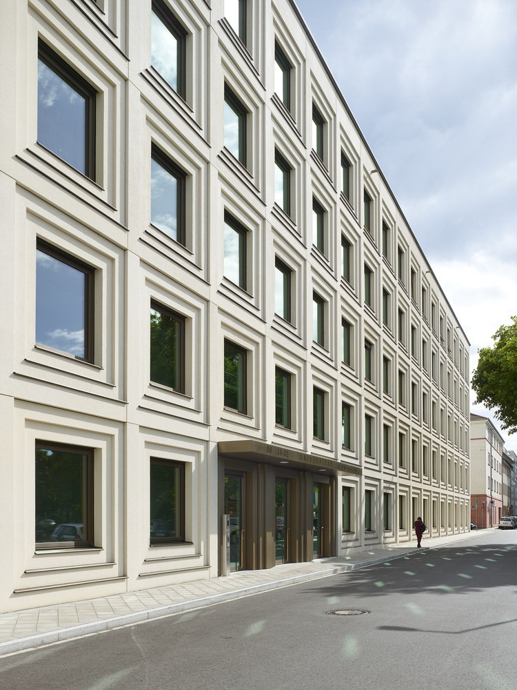University of Mannheim's Research and Teaching Building / wulf architekten