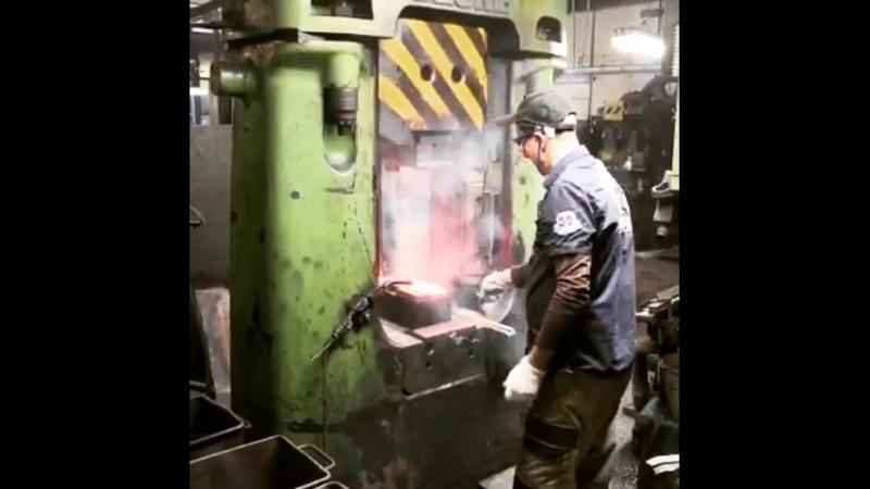 Ковка - один из этапов производства стамесок для столярных работ Kirschen