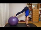 Супер упражнение для укрепления рук, ног, спины, а также развития координации.
