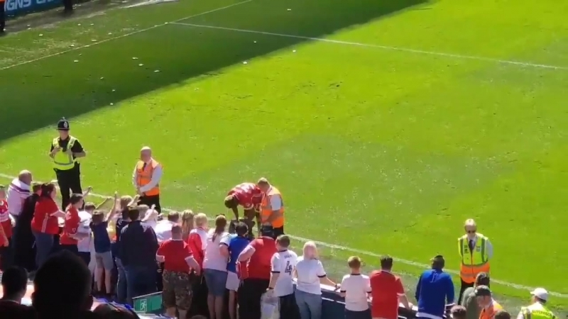 Adama Traore handing out Boro kits to the travelling fans after the game against Ipswich