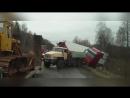 Спасение грузовиков, фуры вытягивают из кювета