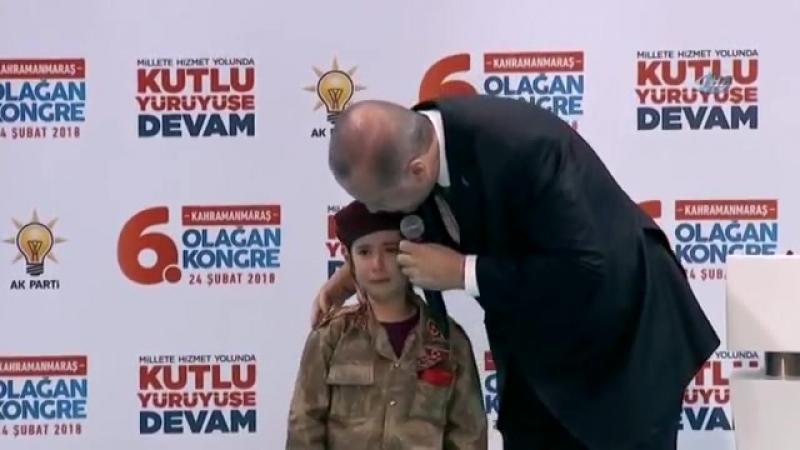 Президент Турции во время конференции обратился к плачущей 6-летней воспитаннице кадетского училища и заявил, что, если она поги