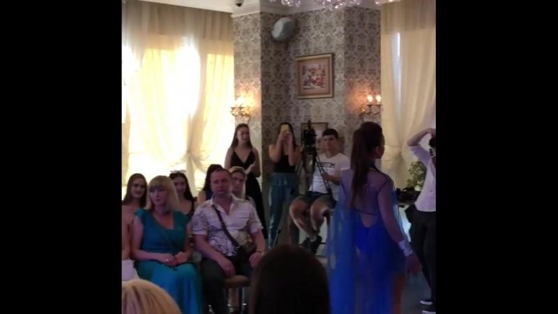 Самое сложное позади 😥😦😧😲😳Танцевальный конкурс прошел на ура!!😍1 место,а визг как у поросёнка😂🐷🐖 Мисс пермского края 😂.