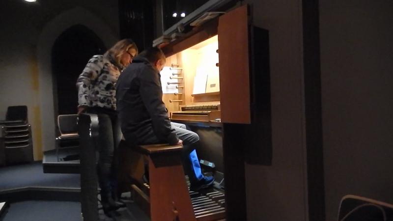 Наконец-то сбылась мечта сыграть на настоящем органе! Не судите строго.