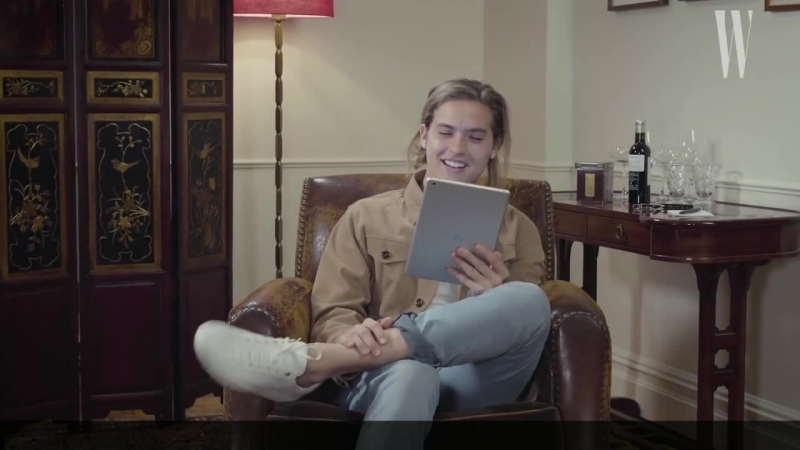Dylan Sprouse Reads Dylan and Cole Sprouse FanFiction (rus sub)