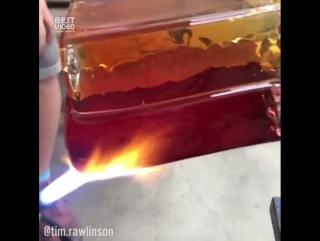 Потрясающая работа из стекла