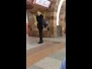 Девушка под спайсом танцует в Харьковском метро.