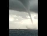 Мощный водяной смерч у берегов Мальты