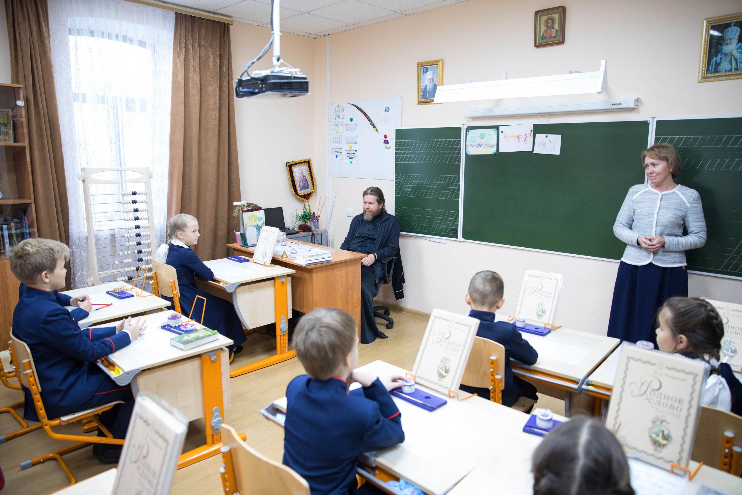 Епископ Тихон (Шевкунов) посетил православную гимназию