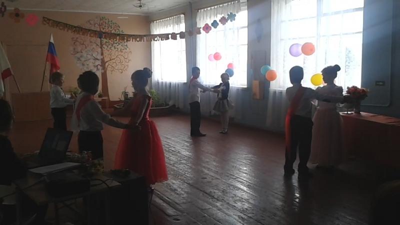 танец пятикласников
