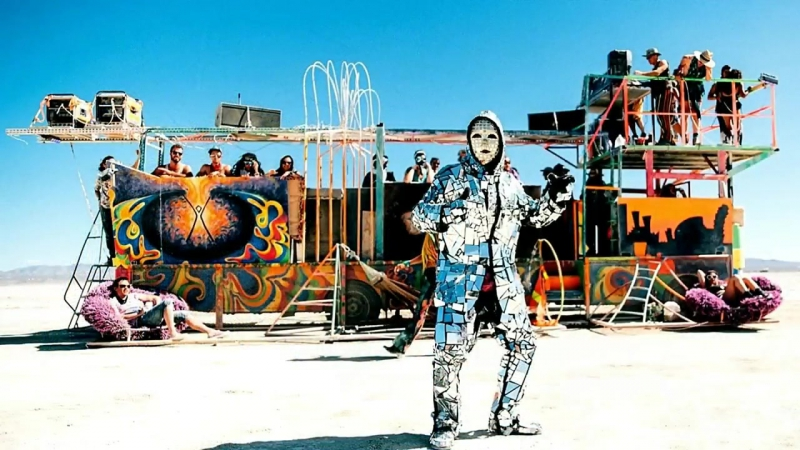 The Strange Vehicles Of Burning Man - A Yearly Event in the Nevada Desert.mp4