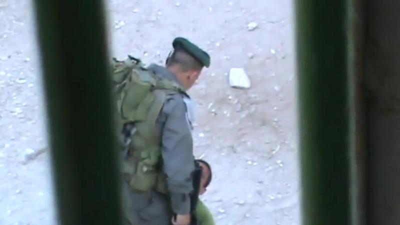 Два еврея избивают 9 летнего палестинского ребенка