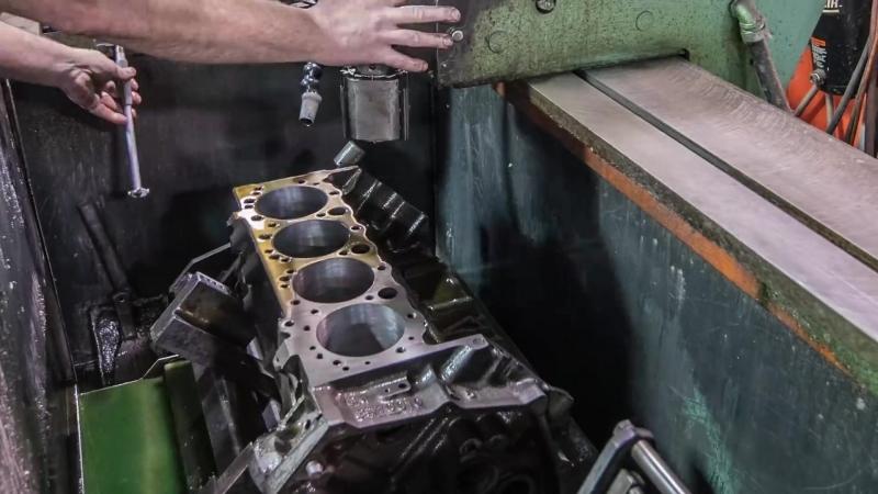 Chevy Small-Block V8 Engine Rebuild Time-Lapse ¦ Redline Rebuild - S1E1